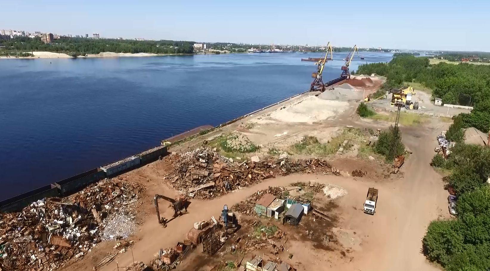 Сотни тонн черного металла обнаружили на берегу Волги в Ярославле