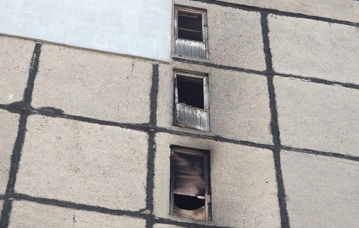 В результате пожара в высотке за Волгой в Ярославле погиб мужчина