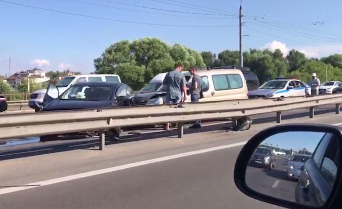 Авария на мосту через Которосль спровоцировала пробку в Ярославле
