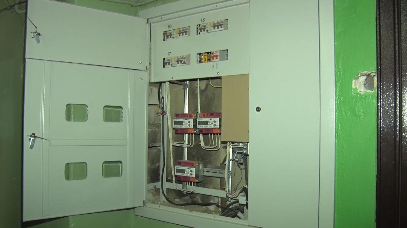 В домах Ярославля по программе капремонта начали менять электрику