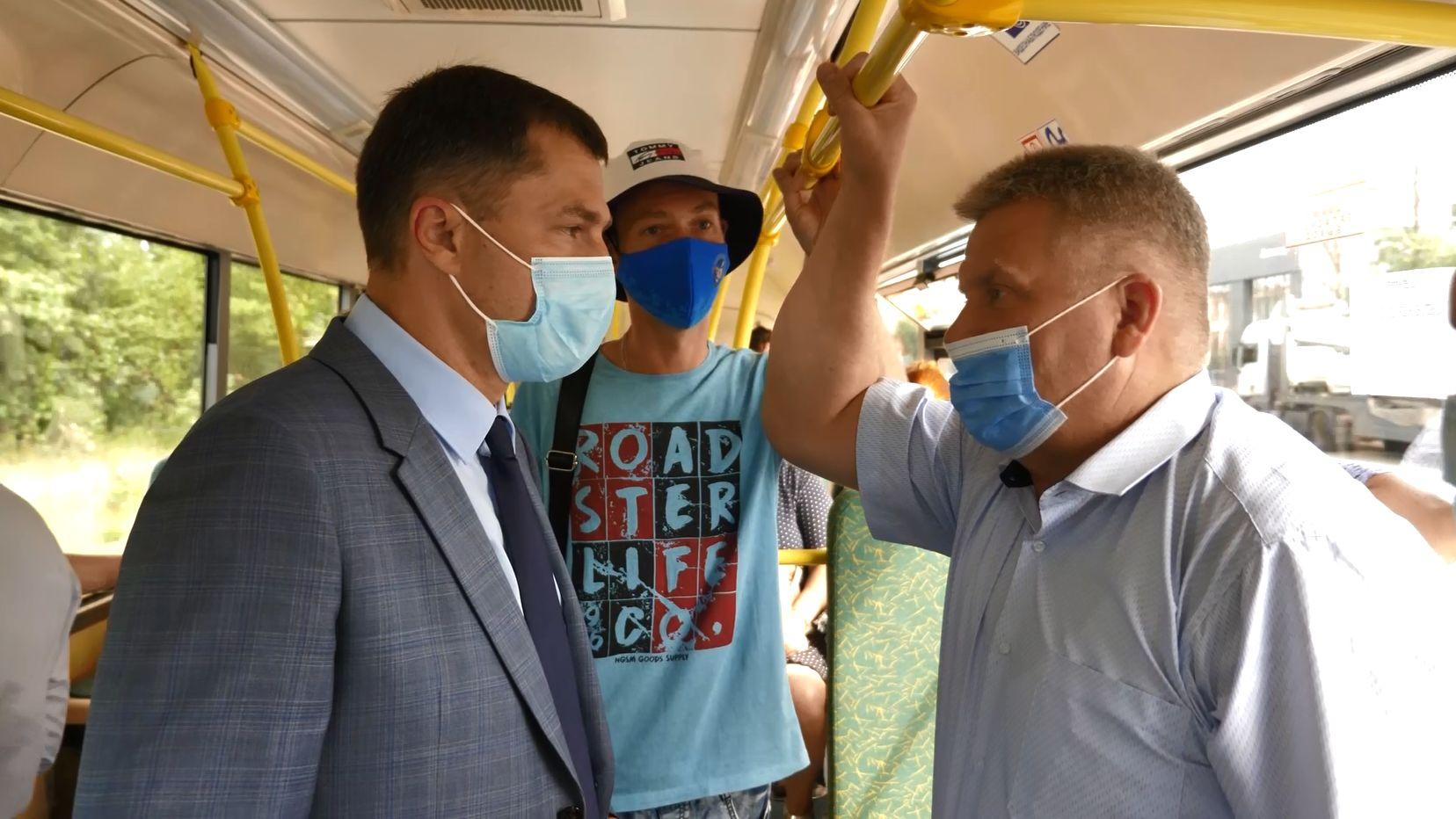 Мэр Ярославля прокатился по новому маршруту и пообщался с жителями