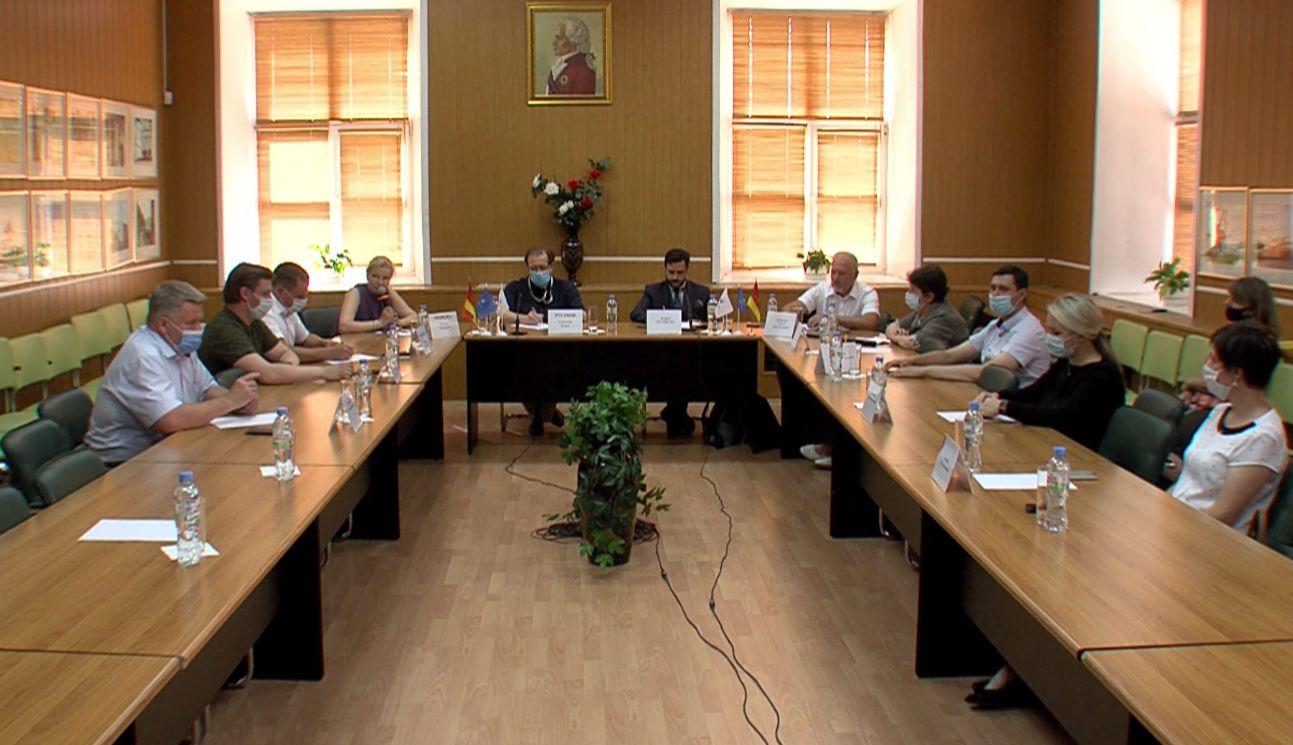 На круглом столе в Ярославле обсудили вопросы конкуренции на предстоящих выборах