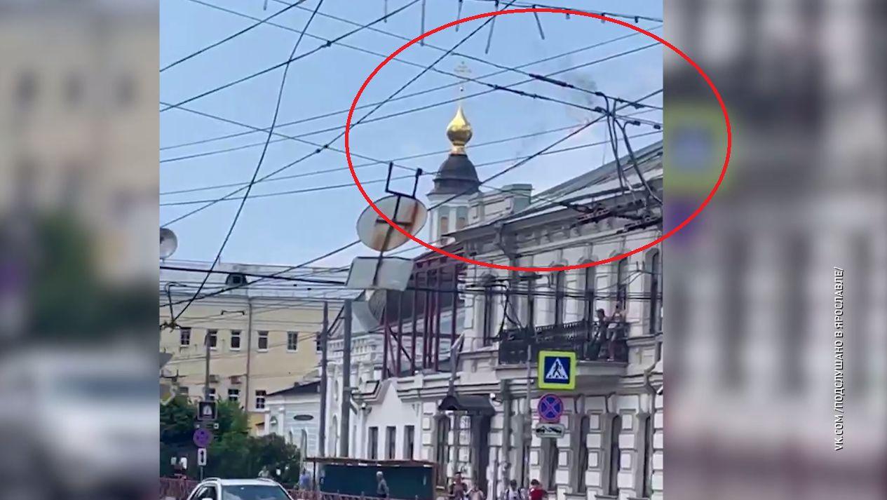 В центре Ярославля днем в пятницу загорелись провода контактной сети