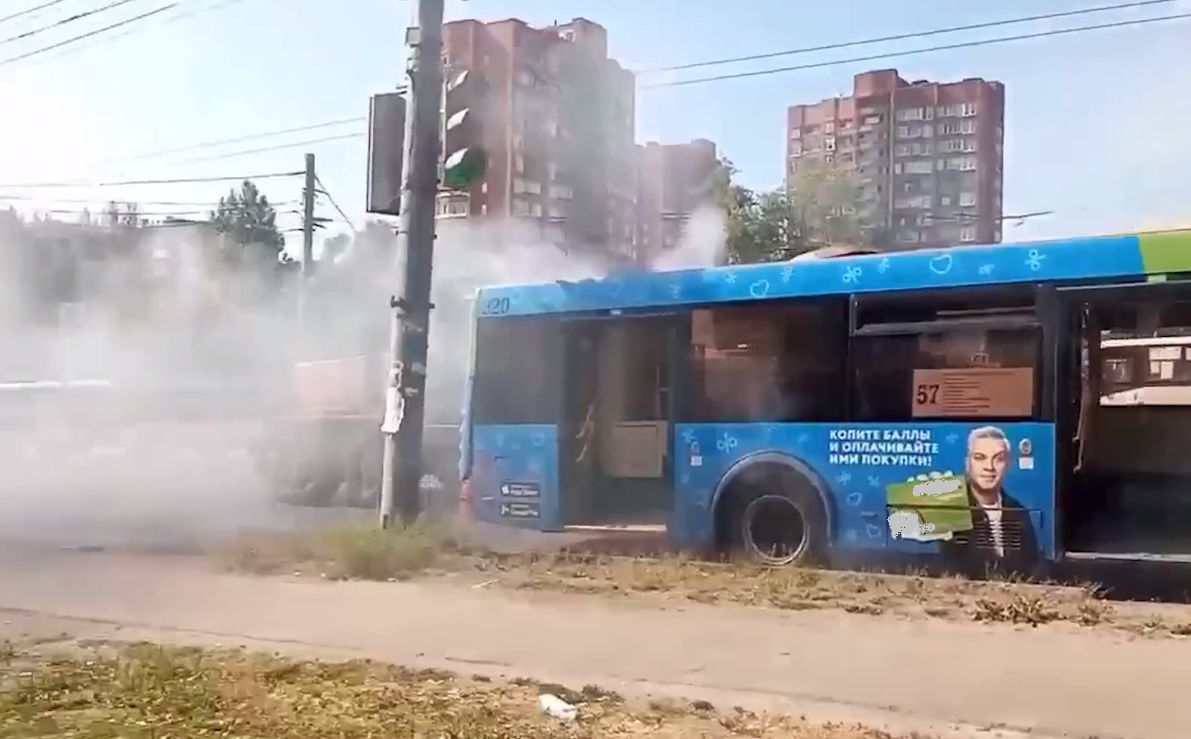 В Дзержинском районе Ярославля задымился пассажирский автобус