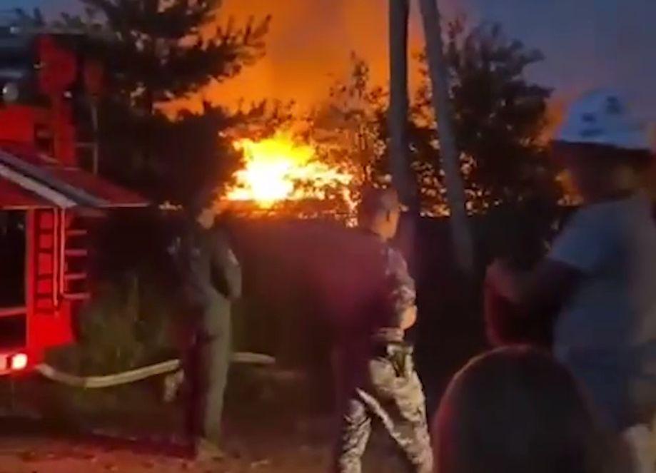 При пожаре в СНТ под Ярославлем взорвался баллон с газом