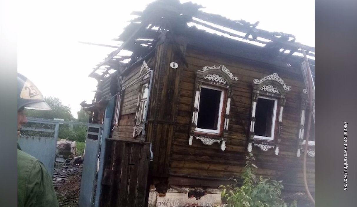 Из-за удара молнии сгорел дом многодетной семьи в Ярославской области