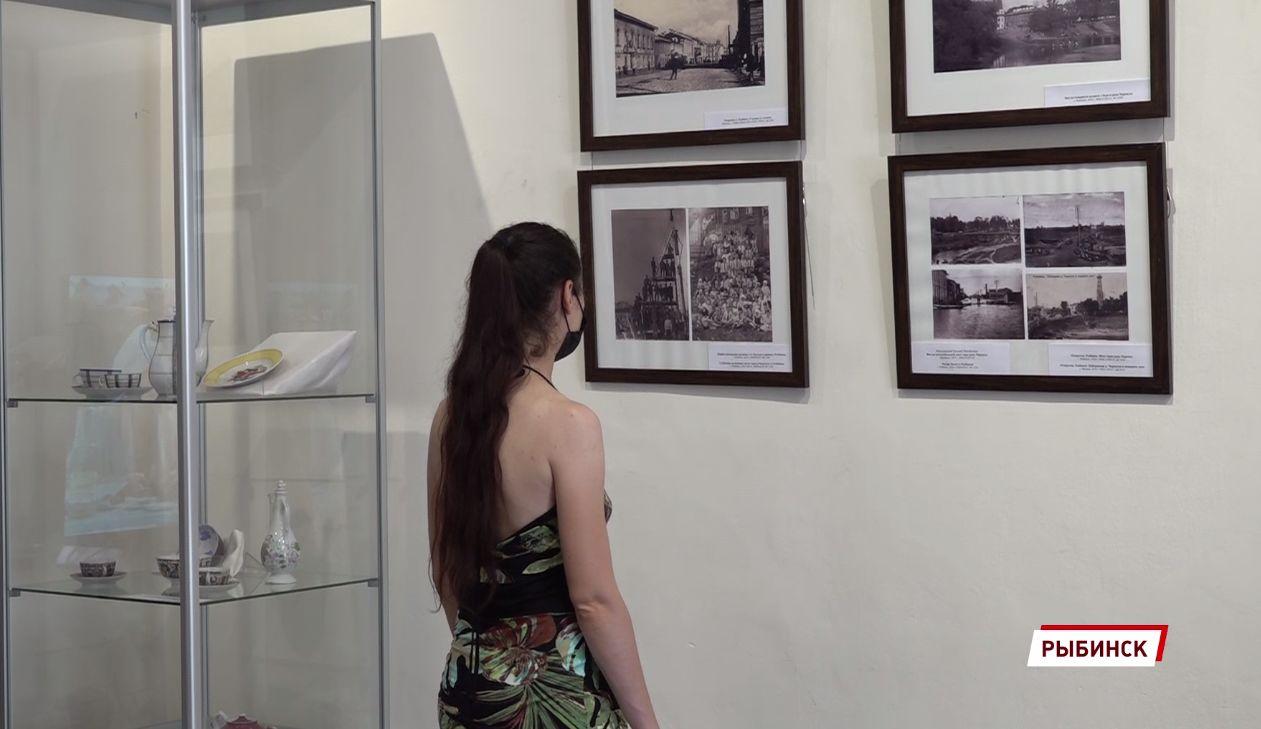 В Рыбинске открылась выставка в честь юбилеев города и фильма «12 стульев»