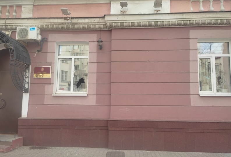Ярославец с психическим расстройством разбил окна в здании Следственного комитета
