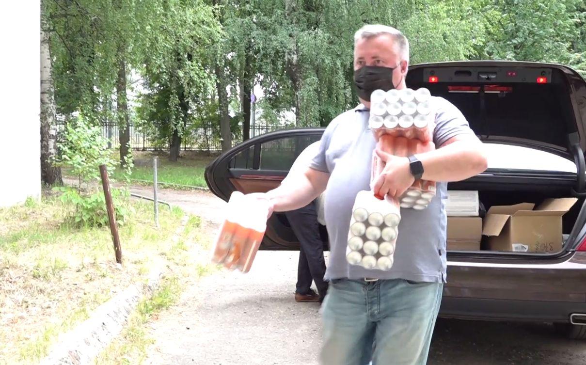 В больницу на улице Гагарина в Ярославле привезли партию средств индивидуальной защиты