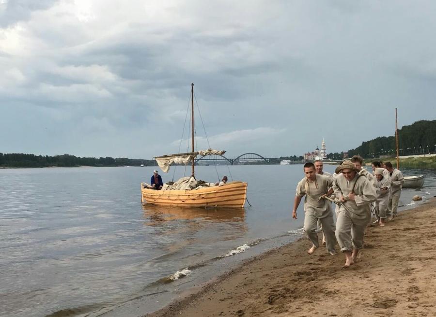 Участники фестиваля «Бурлаки вдоль Волги» в Рыбинске протащат судно на расстояние 150 метров