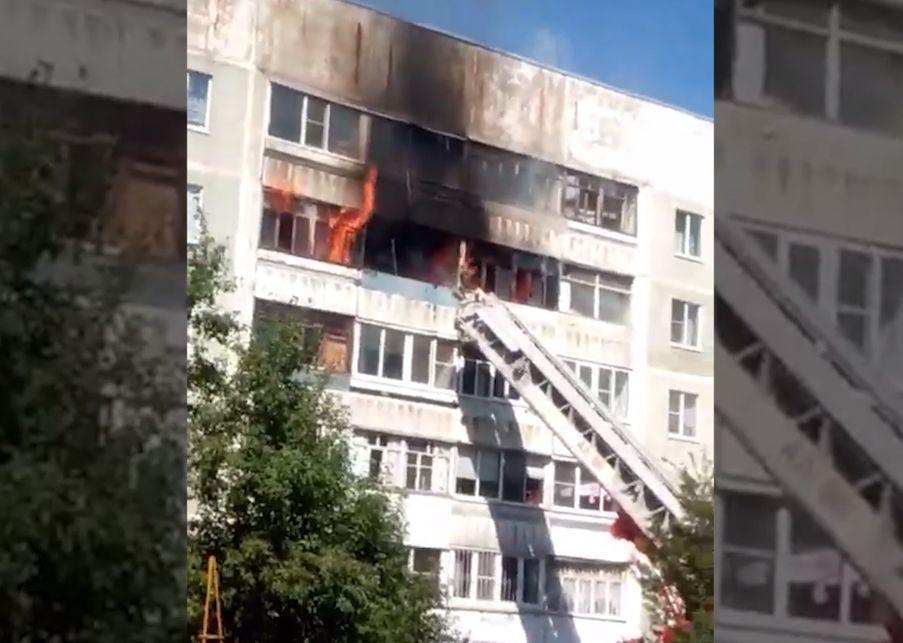 В сети появилось видео крупного пожара в Дзержинском районе Ярославля