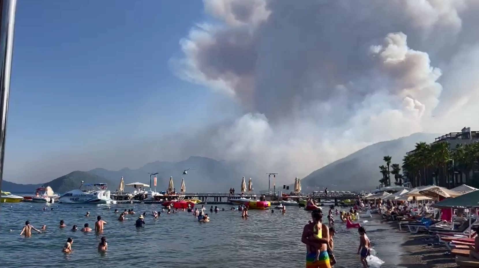 Ярославские туристы оказались в эпицентре лесных пожаров Турции