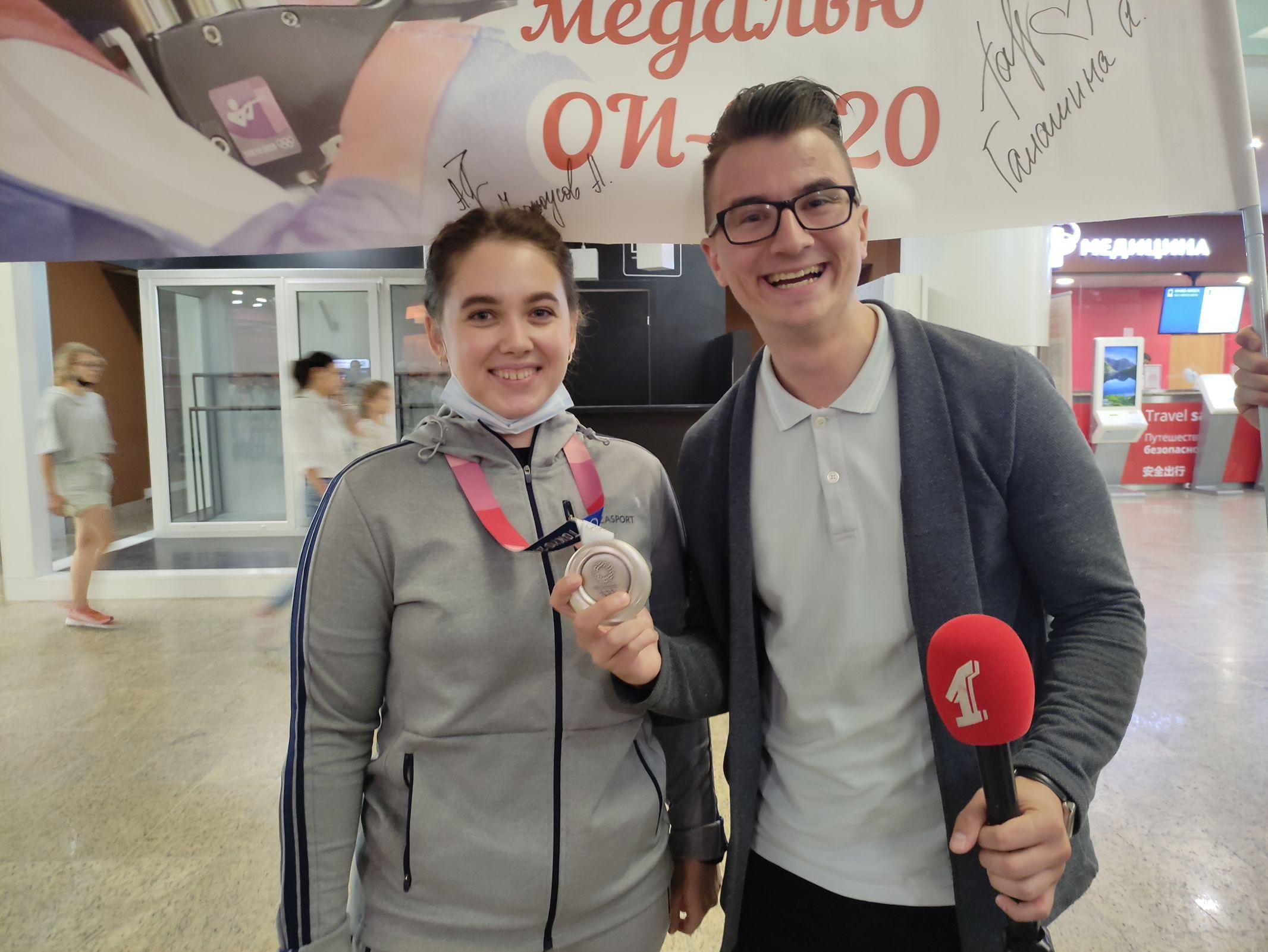 Телеканал «Первый Ярославский» встречал серебряного призёра Олимпийских игр в Токио Анастасию Галашину в аэропорту Шереметьево