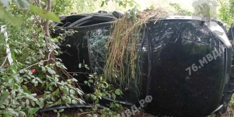 Под Ярославлем произошло смертельное ДТП: молодой водитель съехал в кювет – на месте погибла девушка