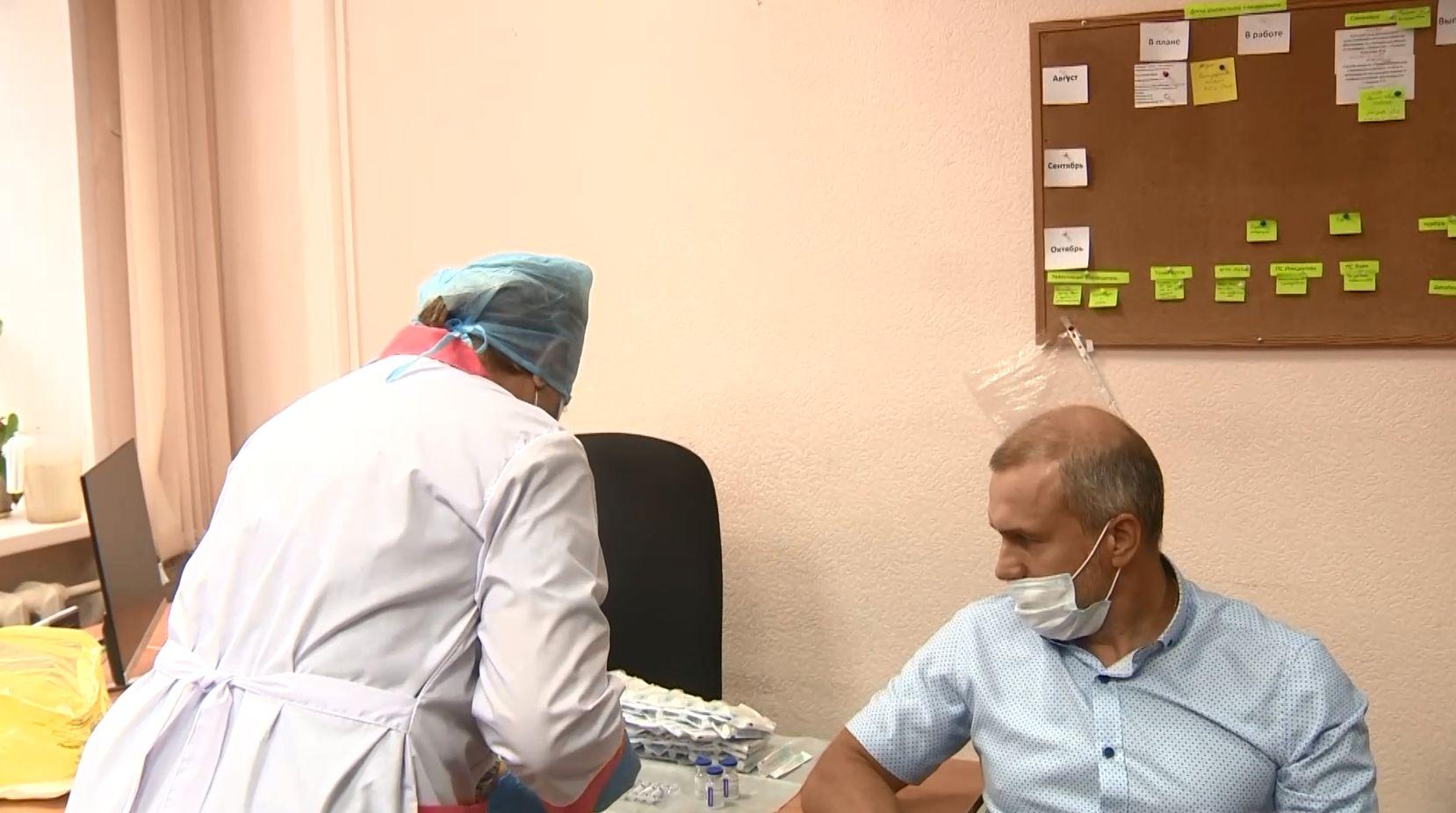 В образовательных учреждениях Ярославля и Рыбинска открылось несколько временных пунктов вакцинации