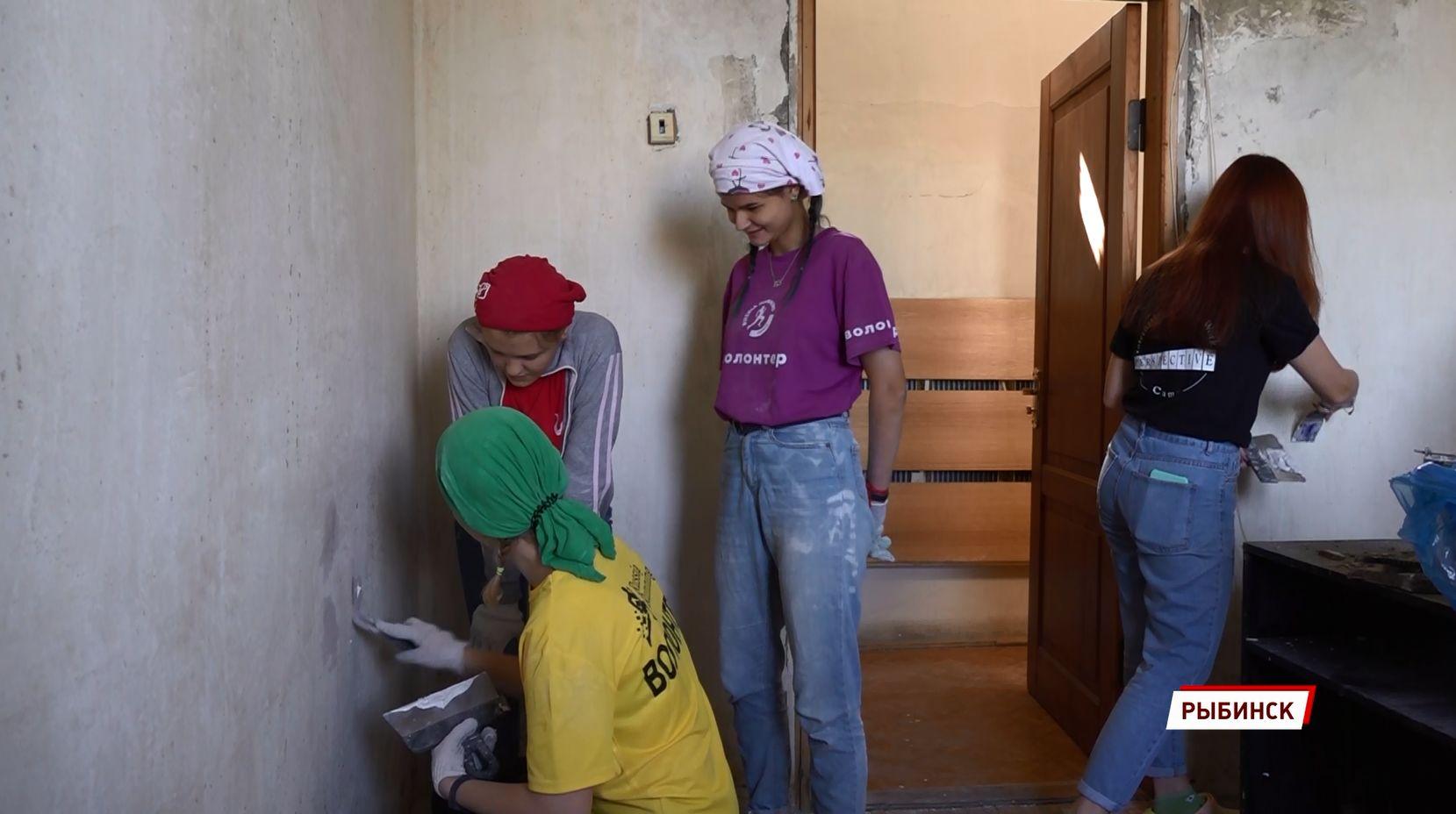 В Рыбинске ремонтом социальных объектов занимается молодежная трудовая бригада