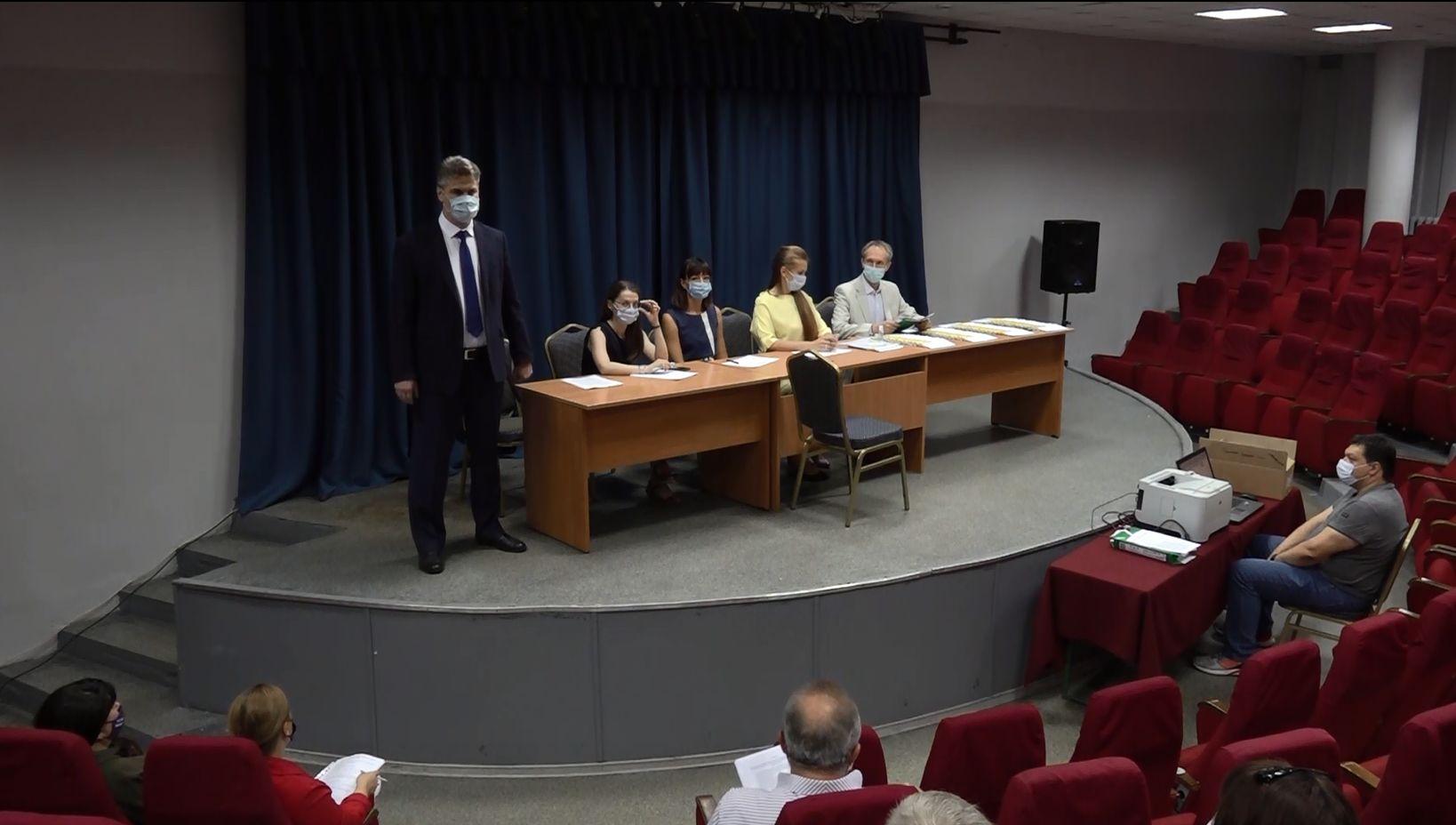 Сегодня в ДК Добрынина состоялась жеребьевка по распределению бесплатного эфирного времени и печатных площадей между политическими партиями и зарегистрированными кандидатами, которые участвуют в выборах депутатов Госдумы