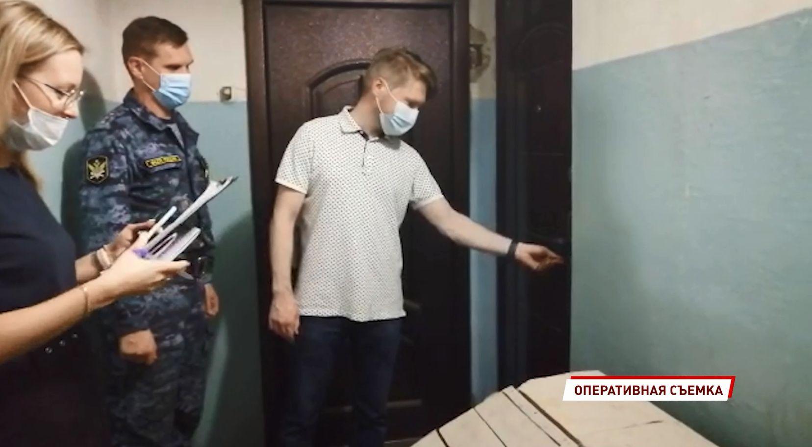 Во Фрунзенском районе Ярославля новый владелец квартиры смог заехать только с помощью приставов