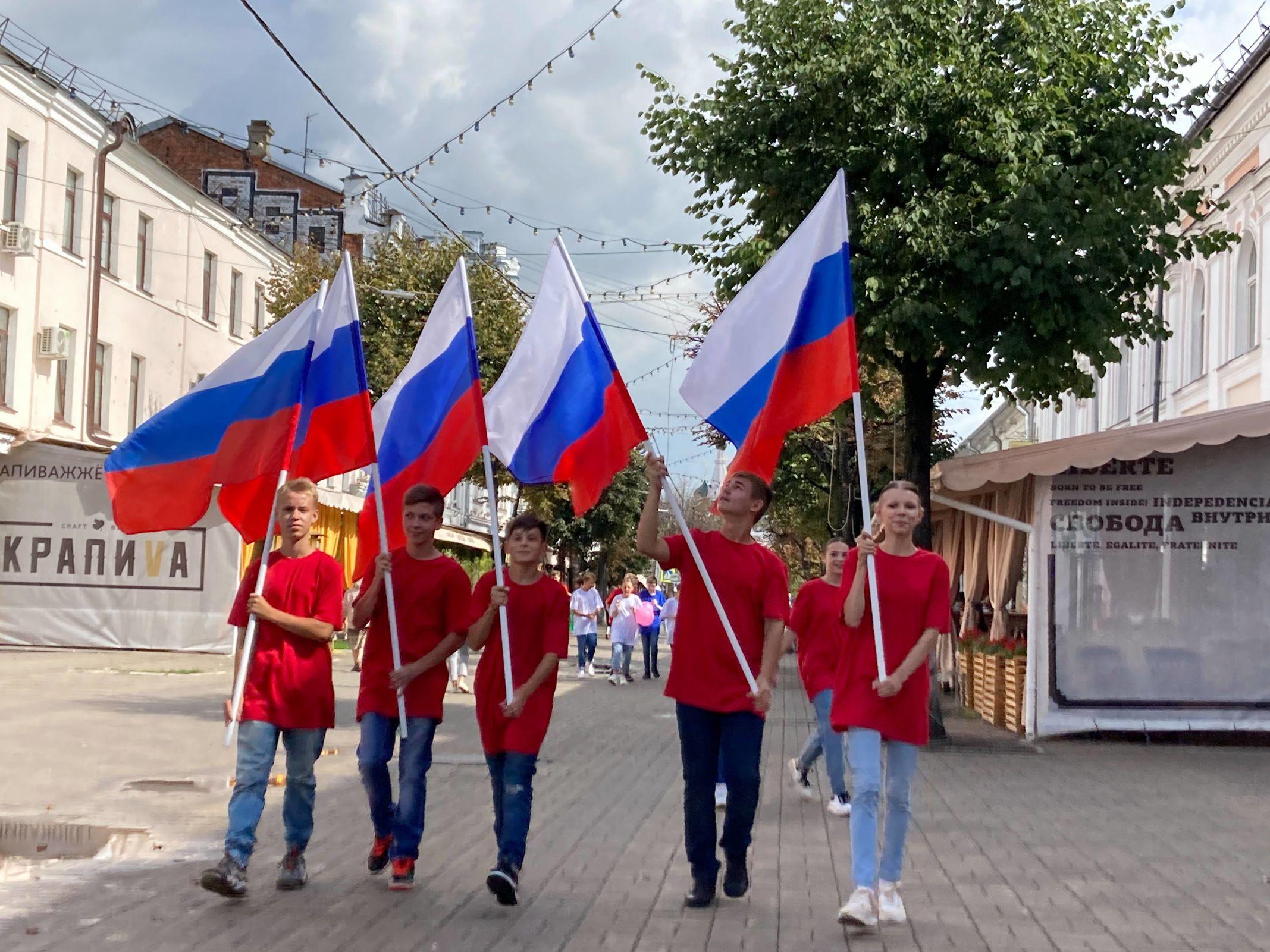 В сердце столицы Золотого кольца прошли акции, посвящённые Дню Государственного флага РФ