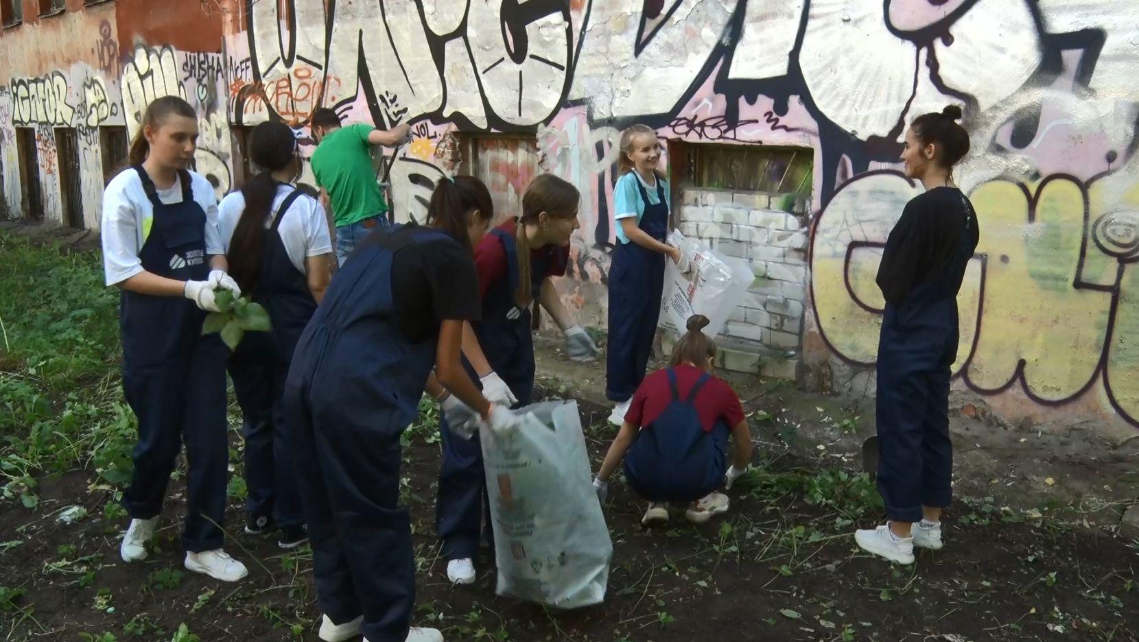 Волонтеры Ярославля помогают восстанавливать объекты культурного наследия в рамках проекта «Золотые купола»