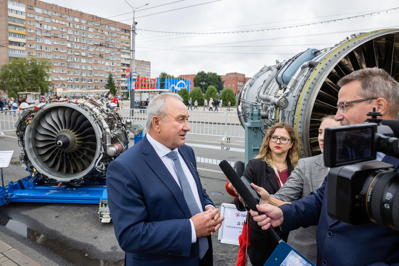 «ОДК-Сатурн» представило свою продукцию на выставке в День города: интервью с управляющим директором компании Виктором Поляковым