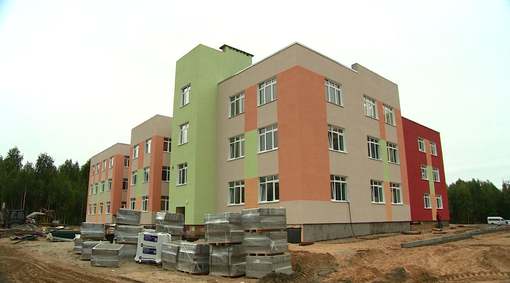 Во Фрунзенском районе Ярославле комиссия проверила ход строительства детских садов-близнецов