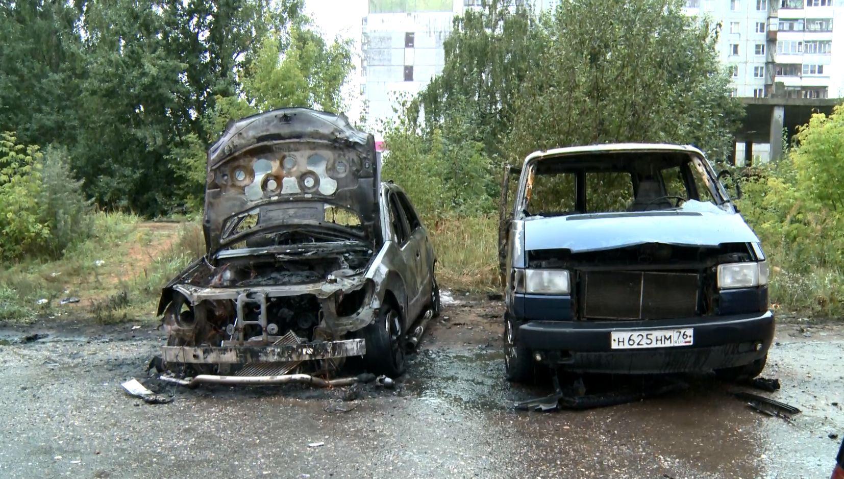 Крупный пожар случился ночью на улице Саукова в Ярославле