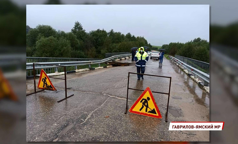 В Гаврилов-Ямском районе Ярославской области экстренно устанавливают временный мост