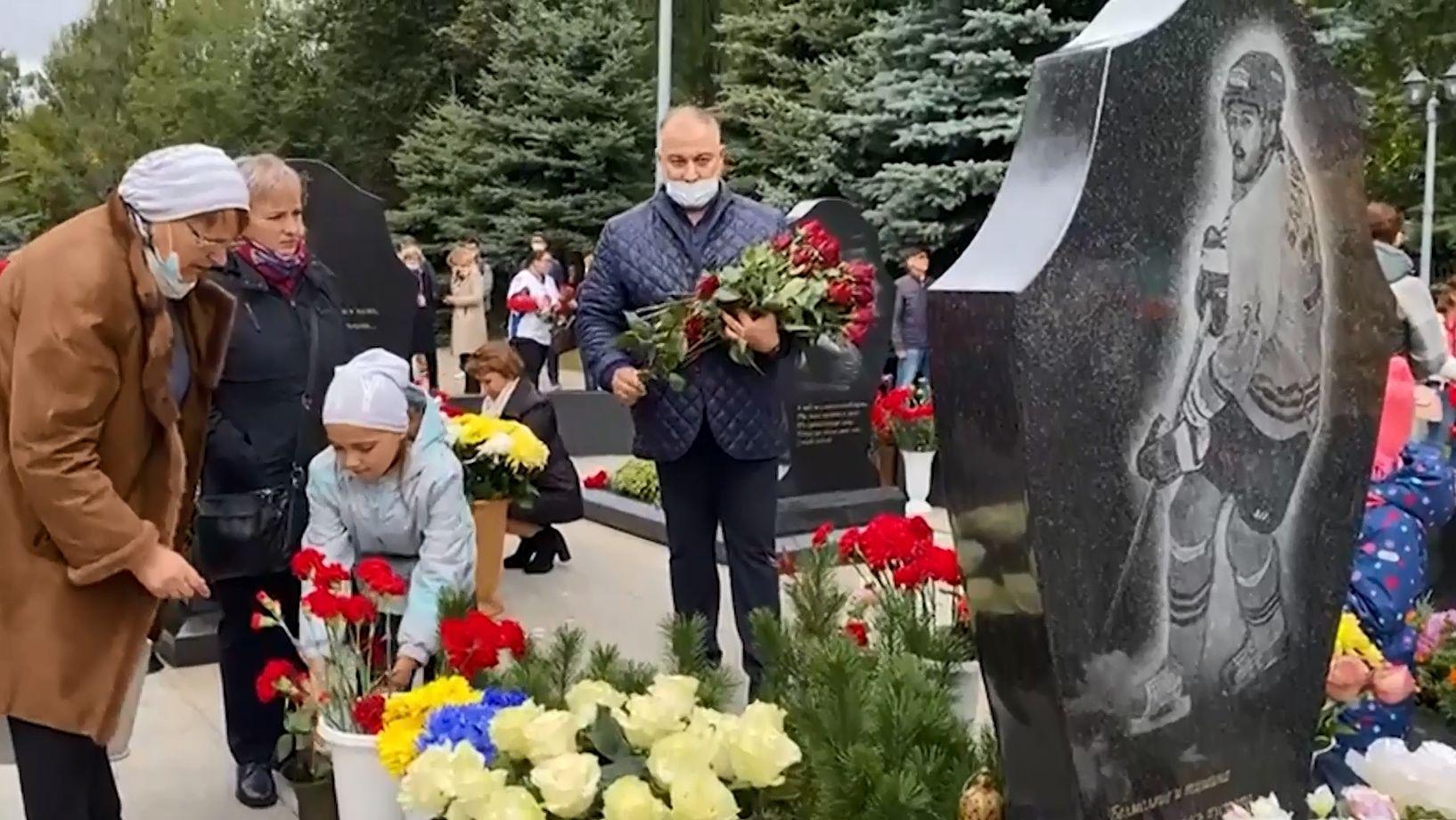 Сегодня в Ярославле проходят траурные мероприятия в память о погибшем «Локомотиве»