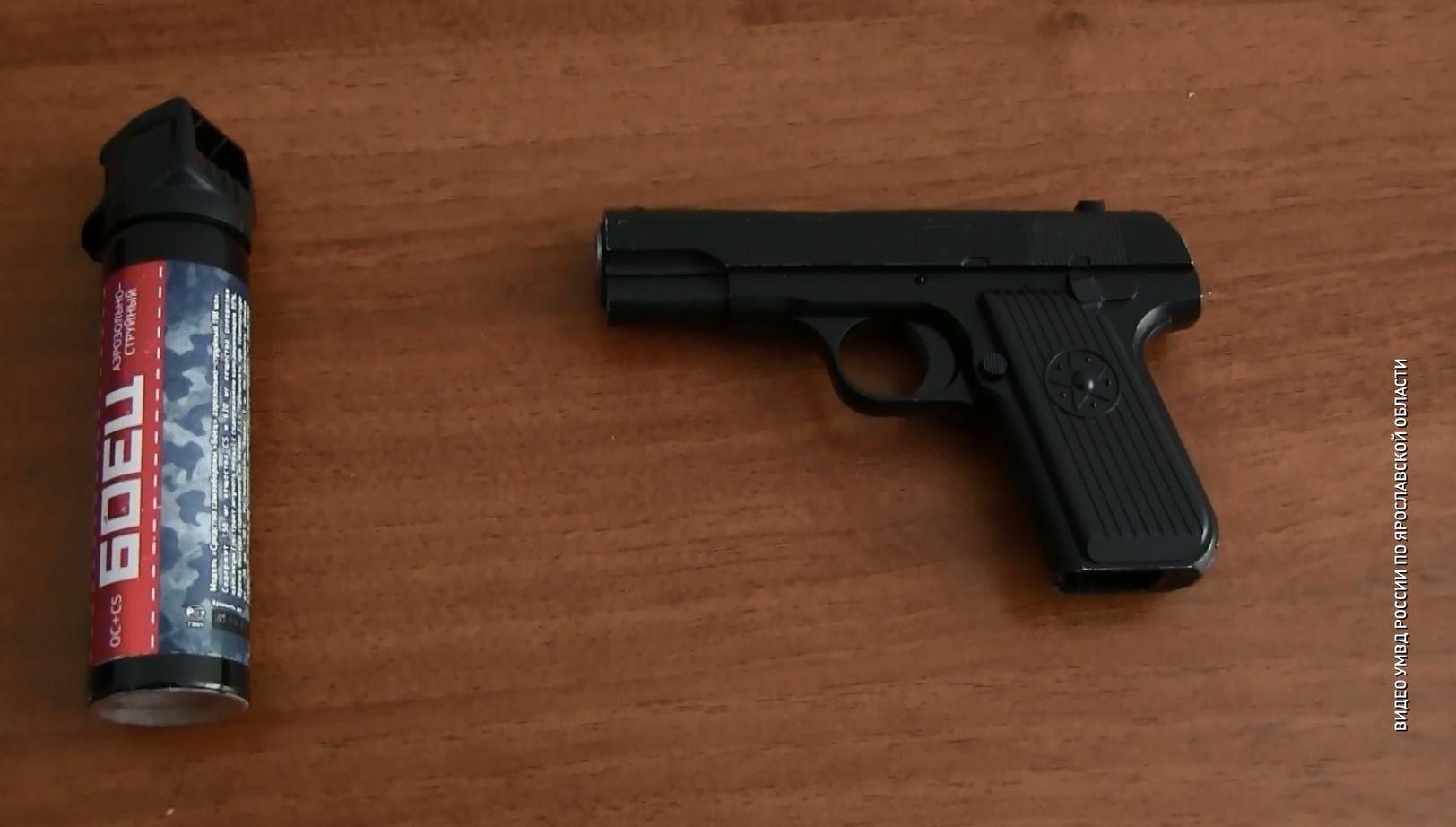Ярославец угрожал молодой женщине в кафе игрушечным пистолетом