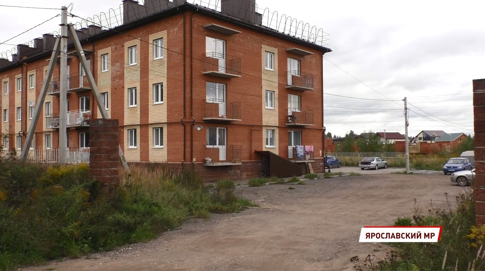 В поселке Заволжье Ярославского района готовятся к новоселью дети-сироты
