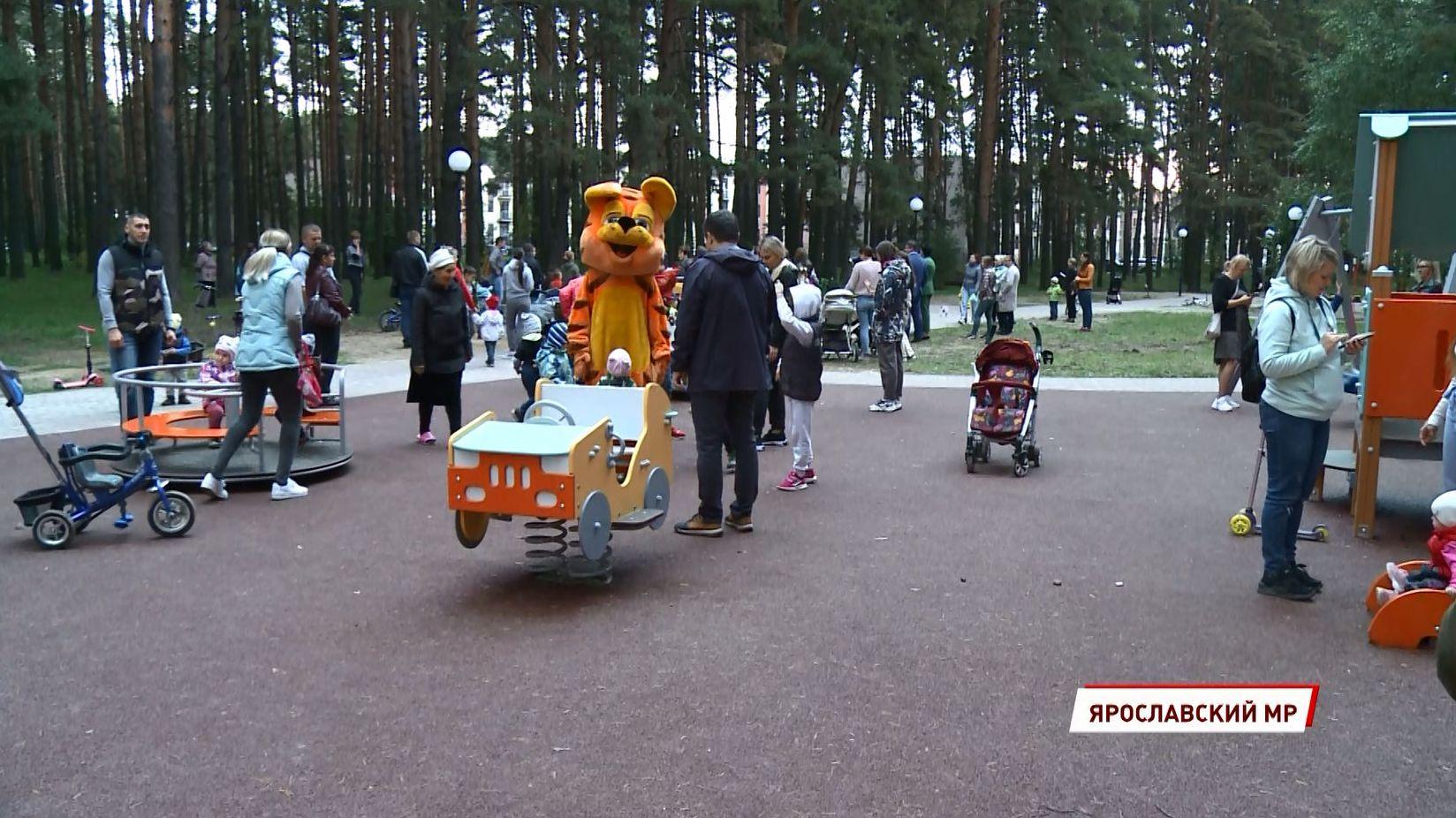В Ярославском районе в «Красном Бору» появился парк с детской площадкой и зоной отдыха