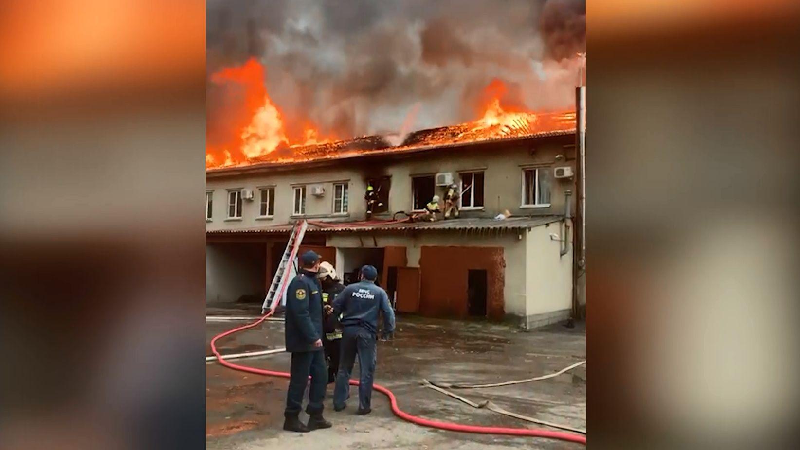 Офисные помещения горели на улице Кирпичной во Фрунзенском районе Ярославля
