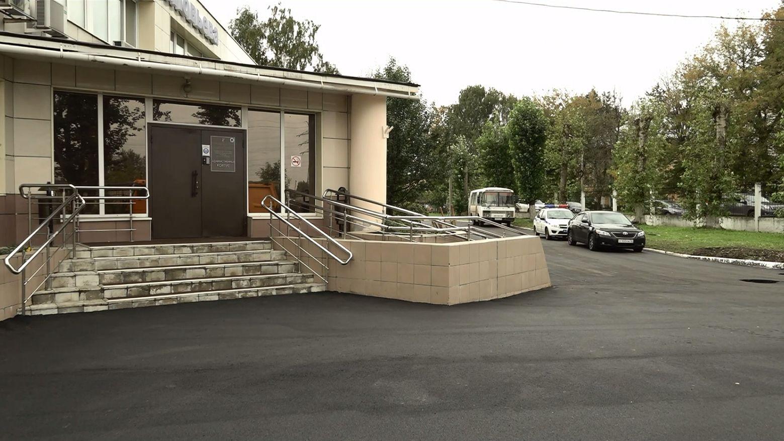 В больнице имени Соловьева в Ярославле заканчивают ремонт подъезда для машин скорой помощи