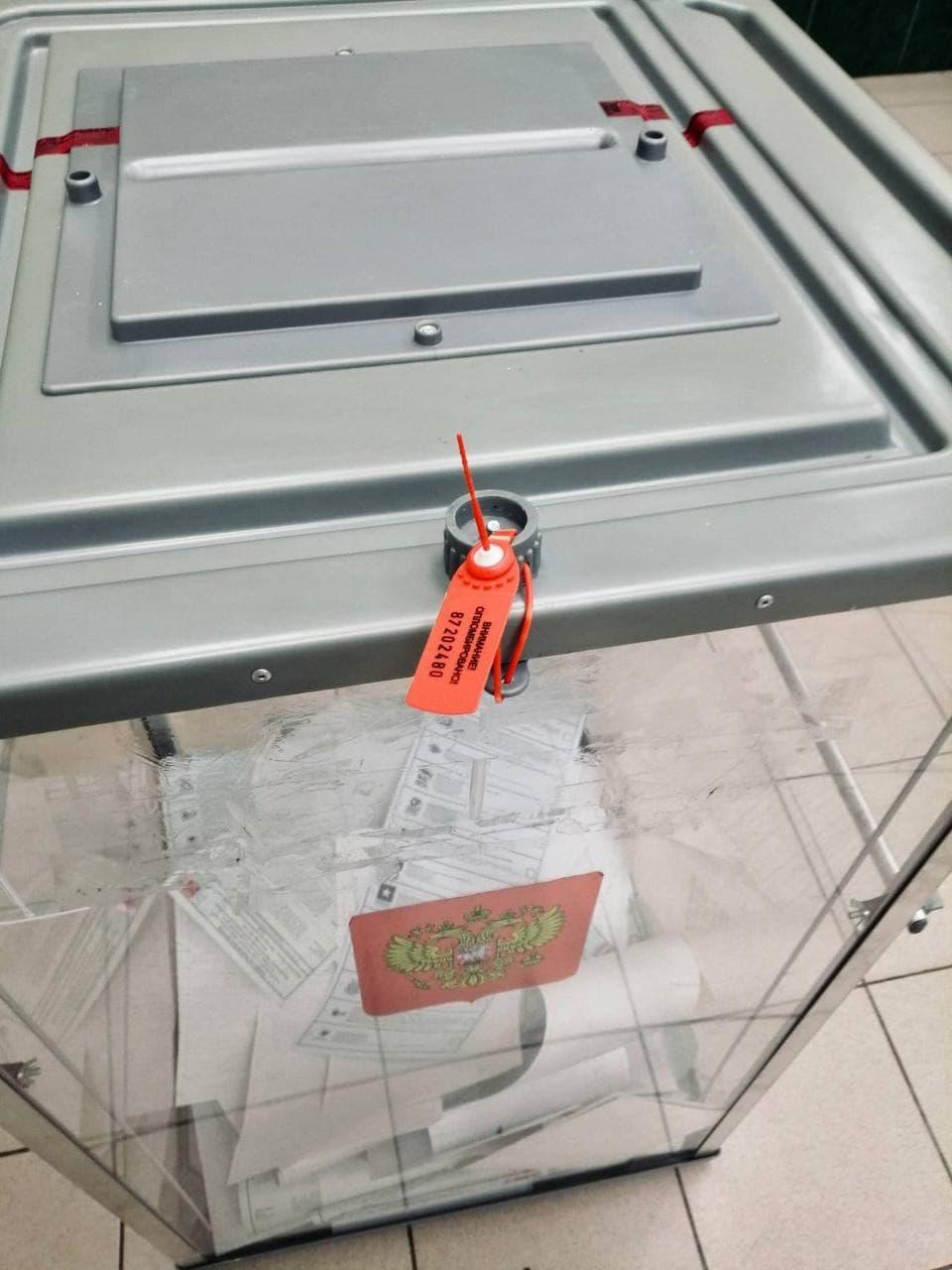 Нарушений нет: опечатывание ящика исключает возможность несанкционированного доступа к бюллетеням - сообщили в Штабе общественного наблюдения