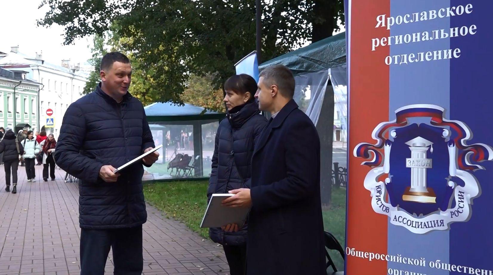 Председатель областной Общественной палаты Сергей Соловьёв наградил организаторов и участников ярмарки НКО