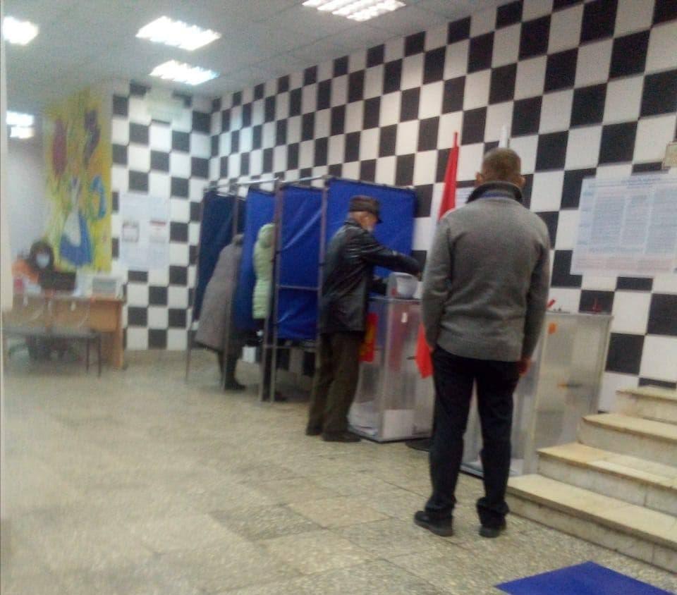 Факт умышленного вброса бюллетеня в Рыбинске отсутствует: налицо ошибочное действие избирателя пожилого мужчины