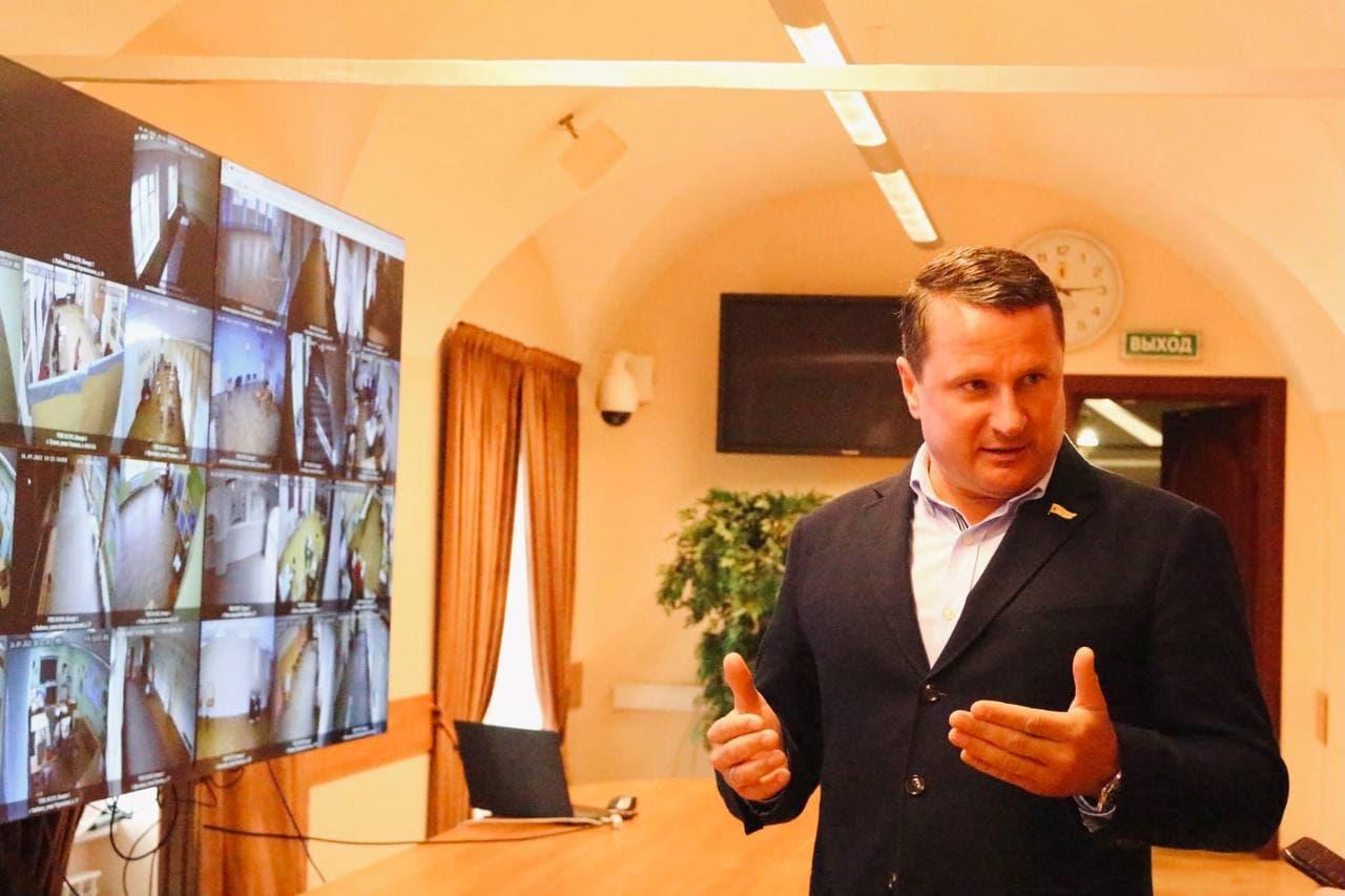 Руководитель Общественного штаба Артём Иванчин и председатель Избирательной комиссии области Олег Захаров прокомментировали ситуацию на участке Рыбинска