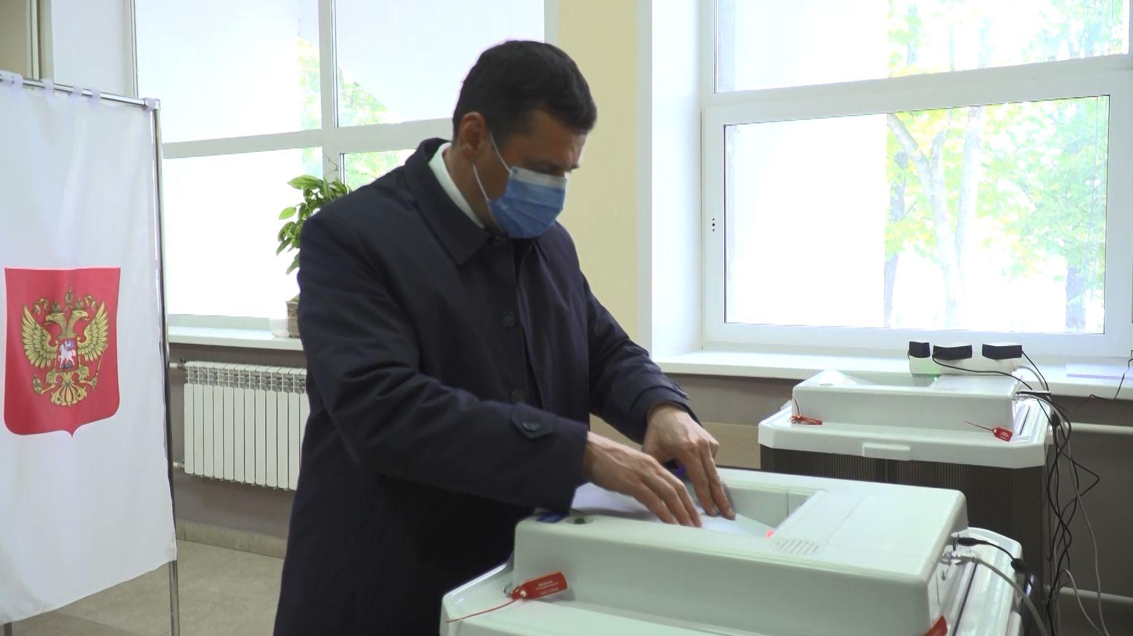 Губернатор Ярославской области Дмитрий Миронов проголосовал «за настоящих профессионалов, которые и словом, и делом смогли зарекомендовать»