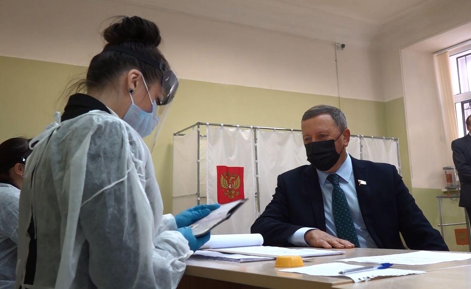 Как в Ярославле голосовали представители общественности и власти