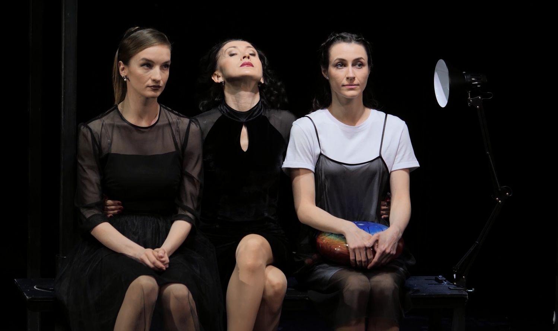 Быть богатым или честным - на сцене «Первого русского» в Ярославле дают «Профит» на белорусском языке