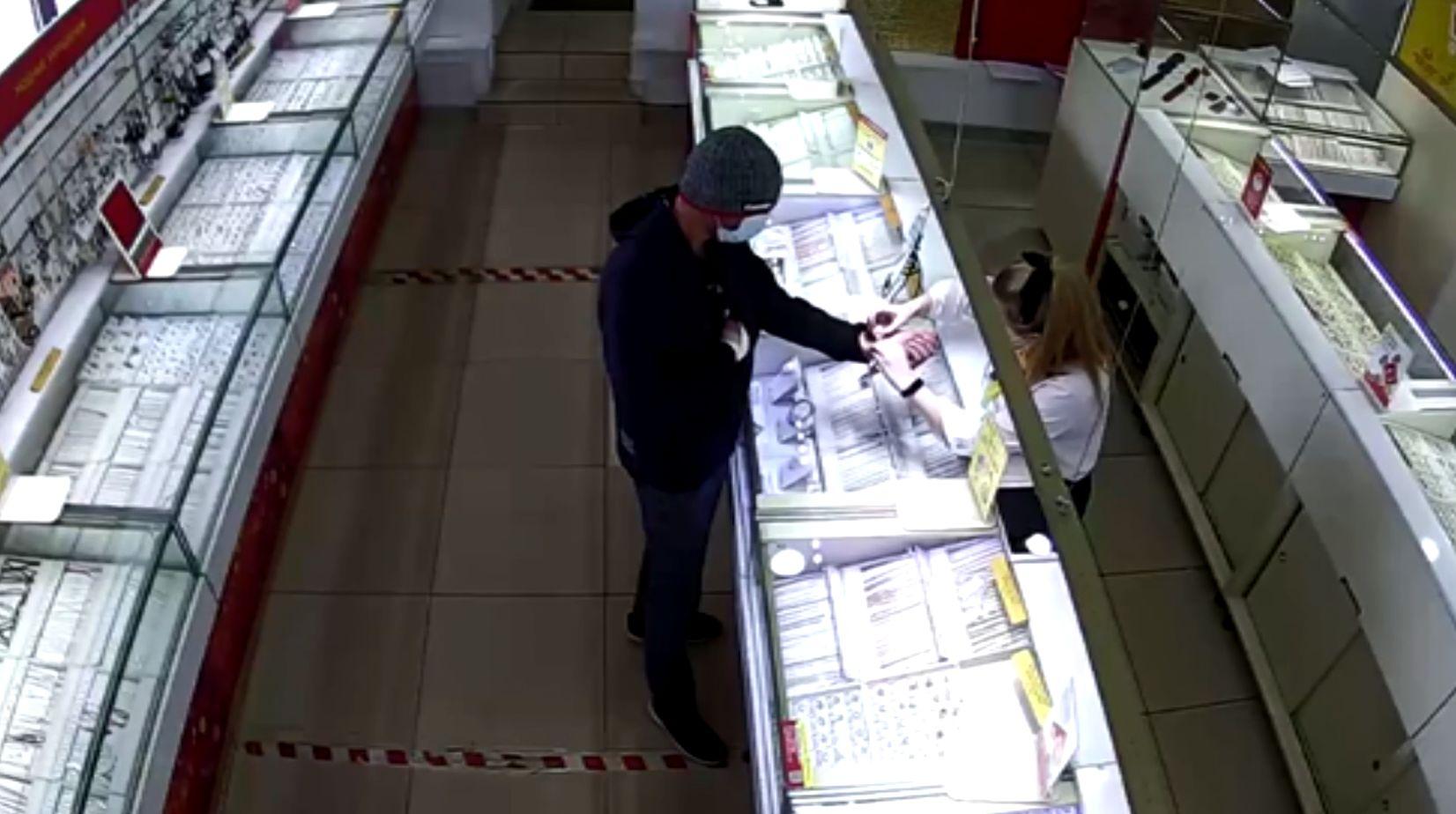 Житель Ярославля ограбил ювелирный магазин