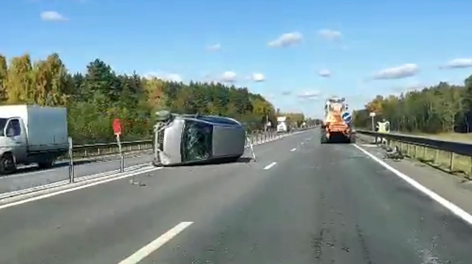 Иномарка и трактор не смогли разъехаться в Ростовском районе Ярославской области