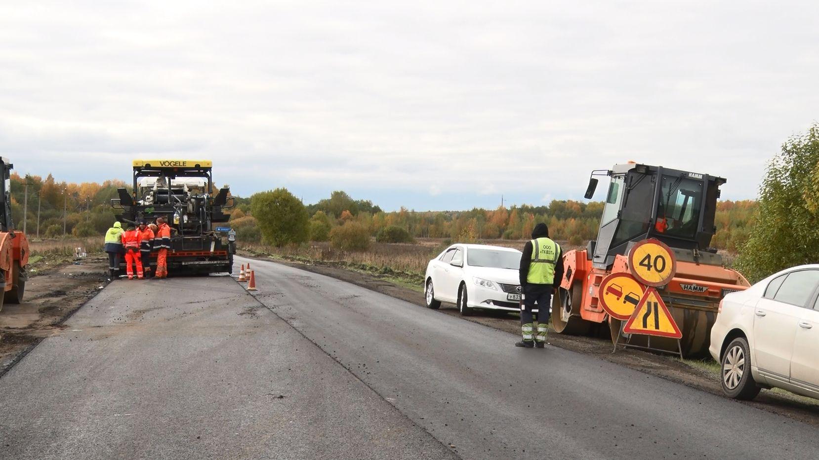 Глава областного дорожного департамента Роман Душко лично остановил укладку асфальта на участке трассы Тутаев-Шопша
