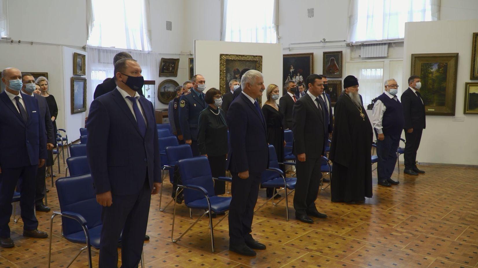 Губернатор Ярославской области Дмитрий Миронов поздравил Дениса Добрякова с вступлением в должность главы Рыбинска