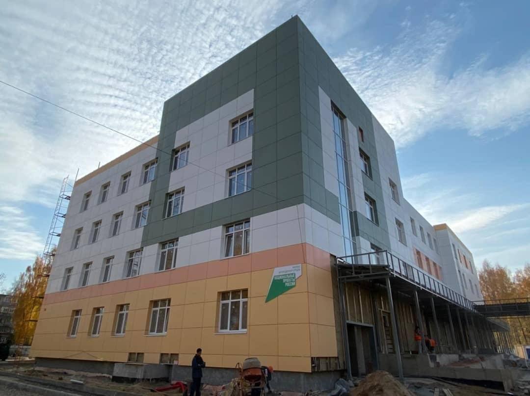 Строительство новой детской поликлиники во Фрунзенском районе Ярославля вышло на финишную прямую