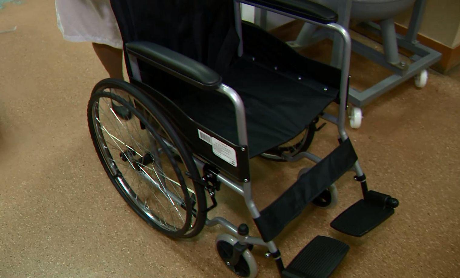 Зампред Ярославской облдумы Николай Александрычев безвозмездно передал в больницу №9 Ярославля четыре кресла-коляски