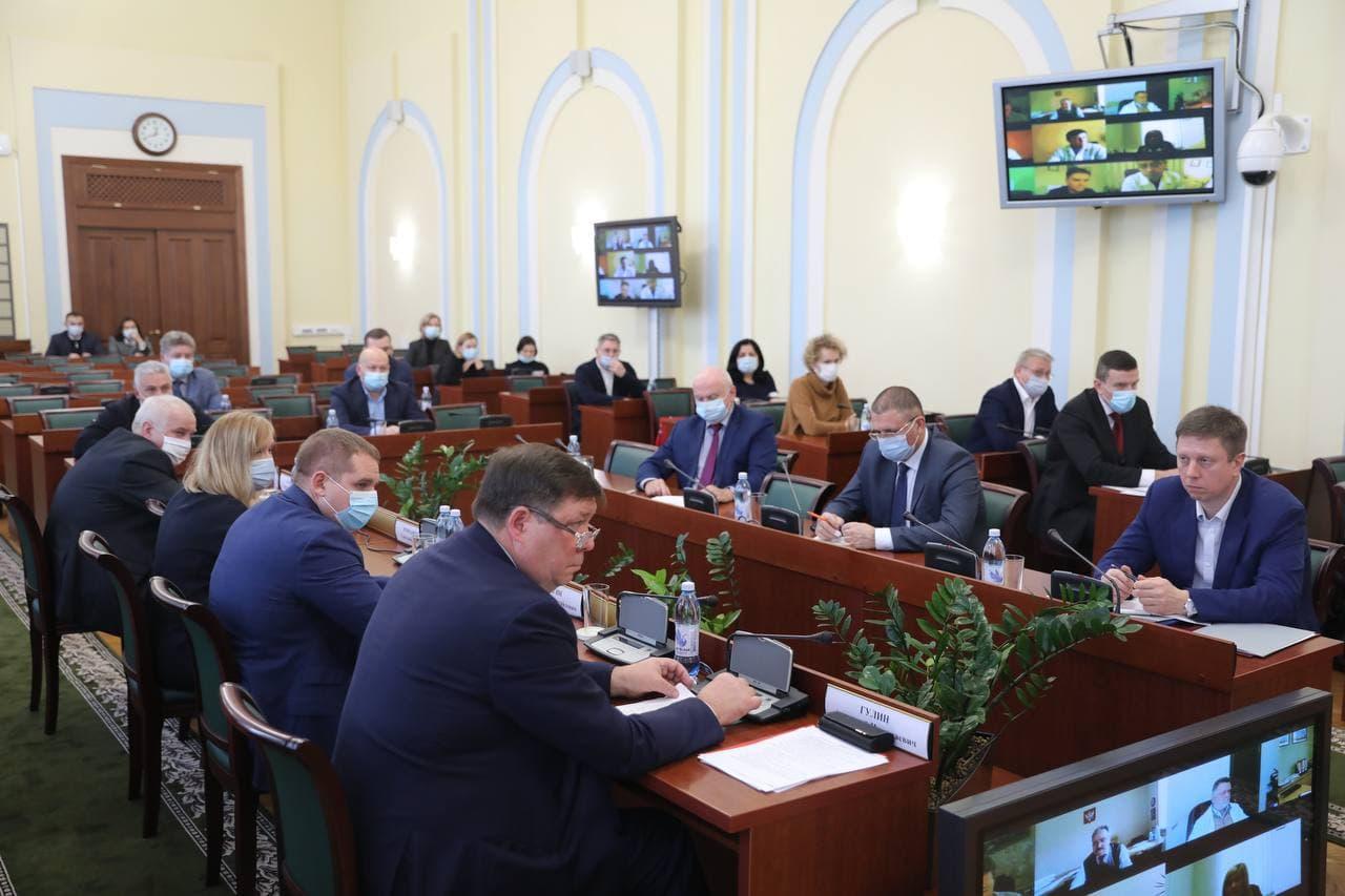 Михаил Евраев обсудил с главврачами ситуацию с COVID-19 в регионе