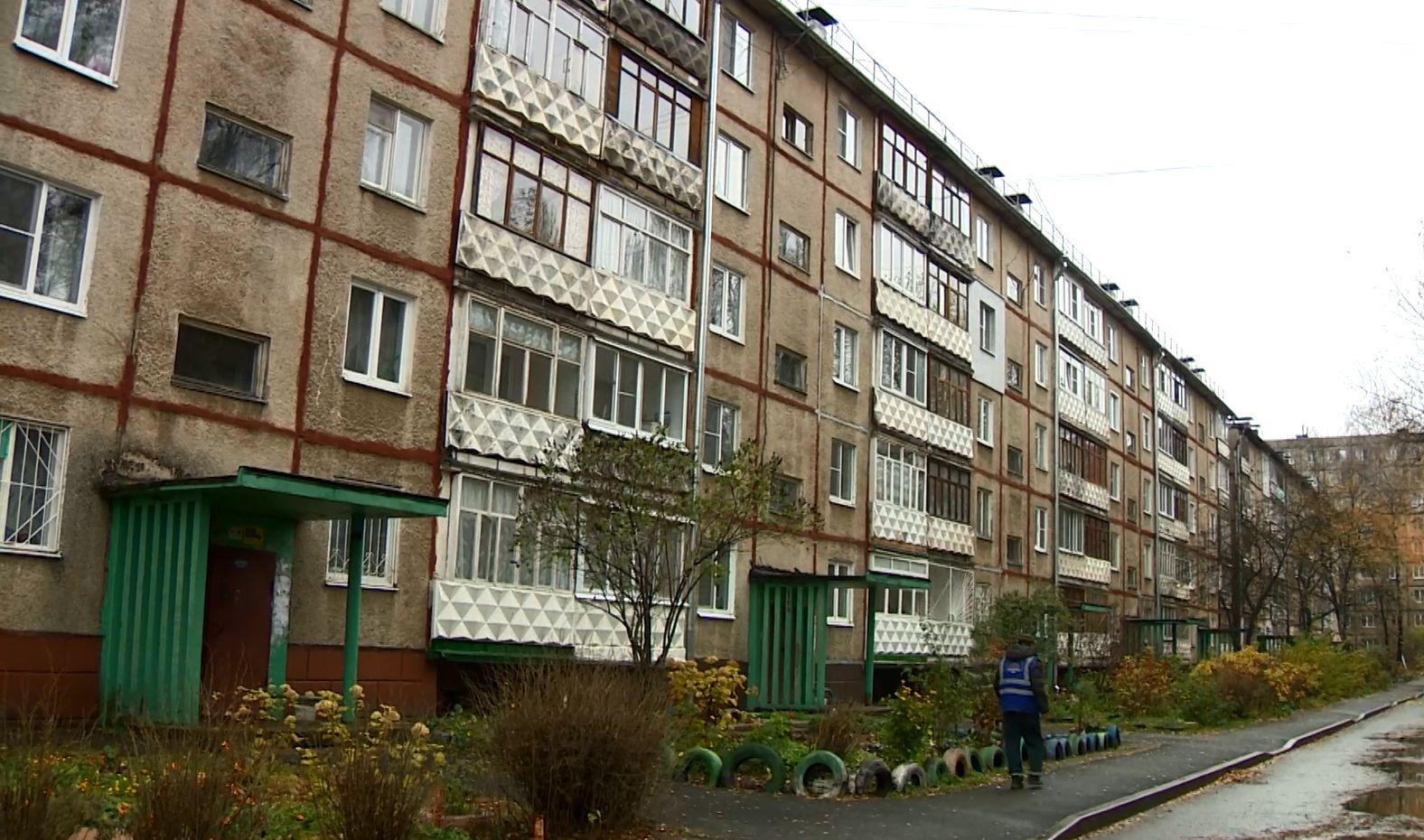 Жители 30 дома на улице Громова в Ярославле дождались ремонта крыши