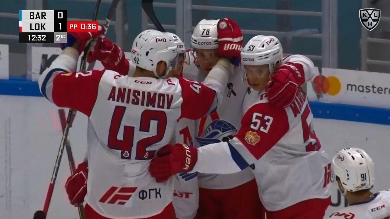 Нападающий ярославского «Локомотива» Артем Анисимов стал автором первой шайбы команды в матче с «Барысом»